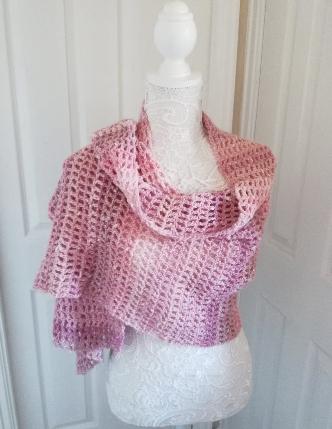 Crochet La Vie en Rose Wrap