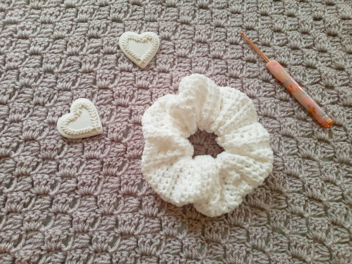 Crochet Simple Feminine Scrunchie