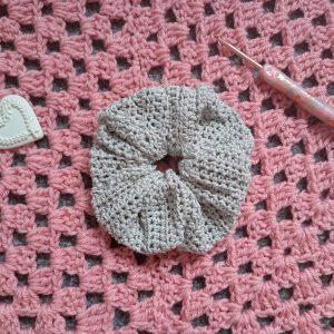 Crochet Feminine & Easy Scrunchie